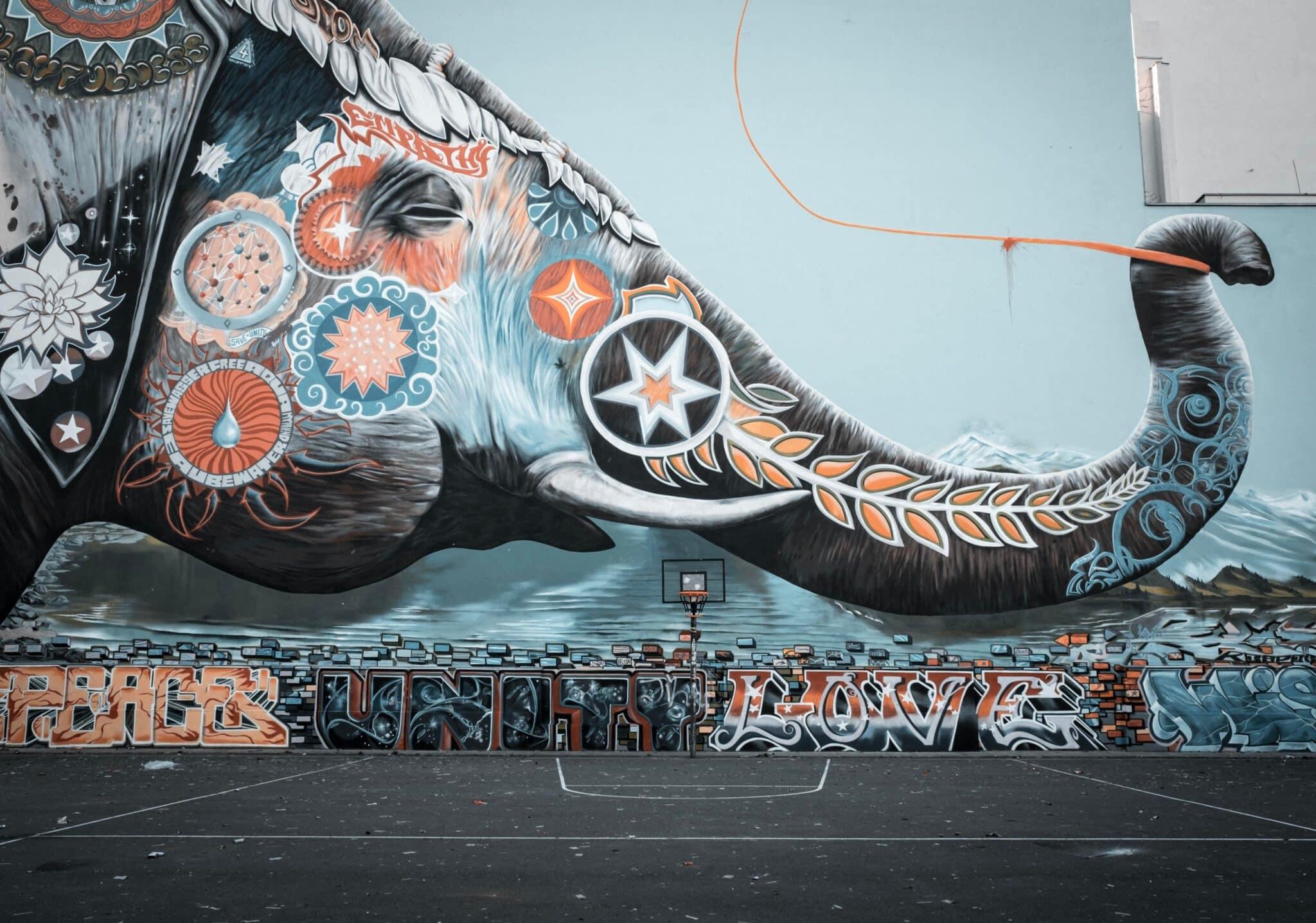 olifant behang op muur